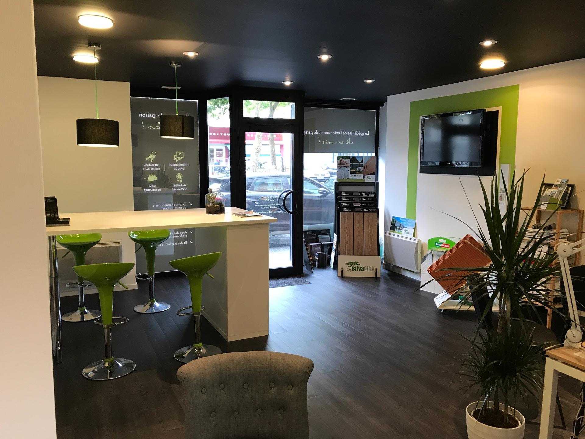 Extension maison lorient pontivy contactez votre agence for Garage leclerc pontivy