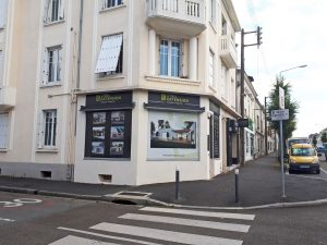 vitrine agence extension maison angers