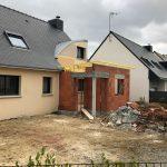 Extension de maison en brique pendant les travaux (35140)