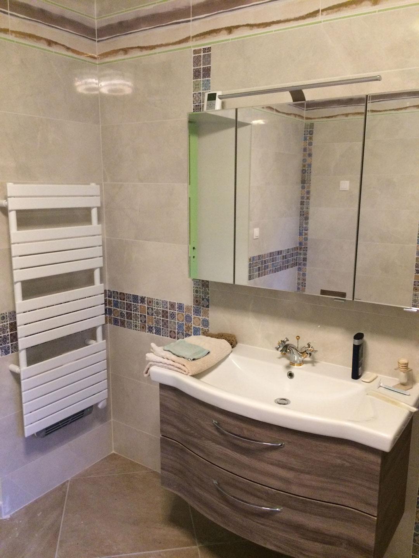 Salle de bain orientale dans une nouvelle extension de maison (45200 ...
