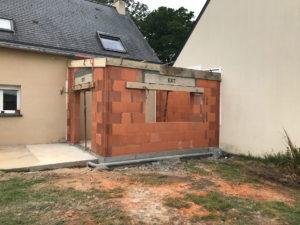 Extension de maison en brique pendant les travaux (35250)