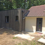 Extension maison bois toit plat Bouzy la forêt 45460