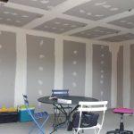 Les travaux de décoration dans le salon-séjour