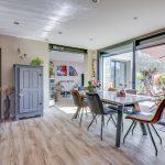 Une salle à manger lumineuse grâce à la rénovation
