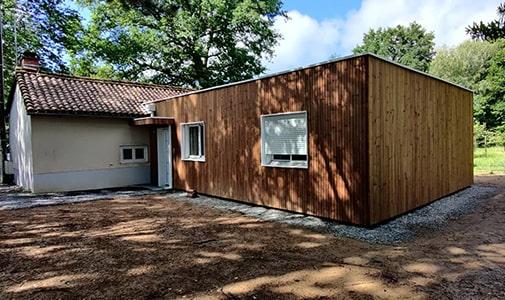 Une extension en bardage bois sur maison ancienne