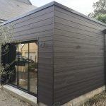 Une extension avec une toiture plate
