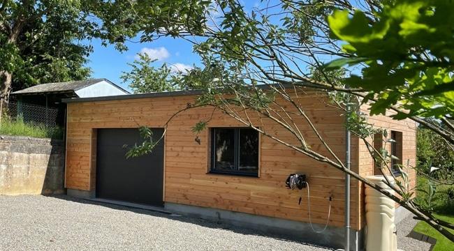 Un garage en ossature et bardage bois